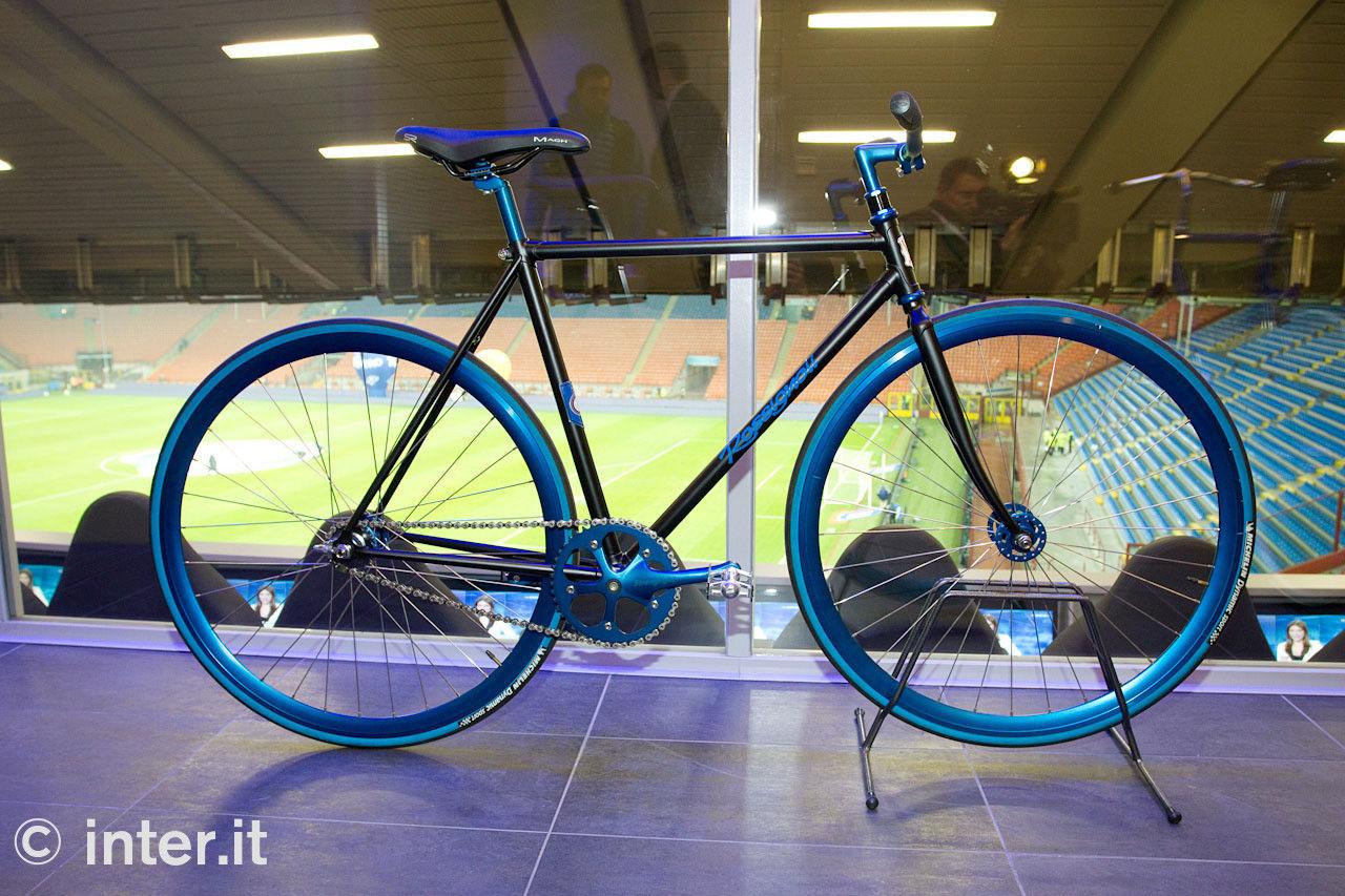 Presentate al 'Meazza' le bici nerazzurre