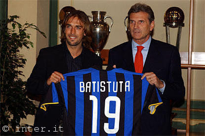 PHOTOS OF BATISTUTA DURING TODAY'S PRESENTATION