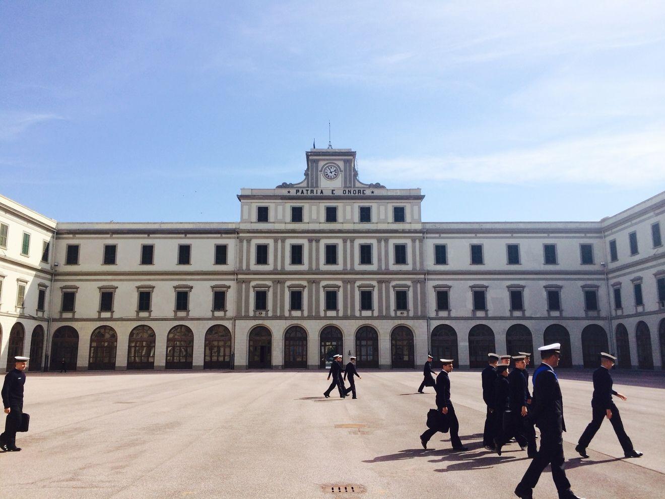 Latihan di Akademi Angkatan Laut di Livorno