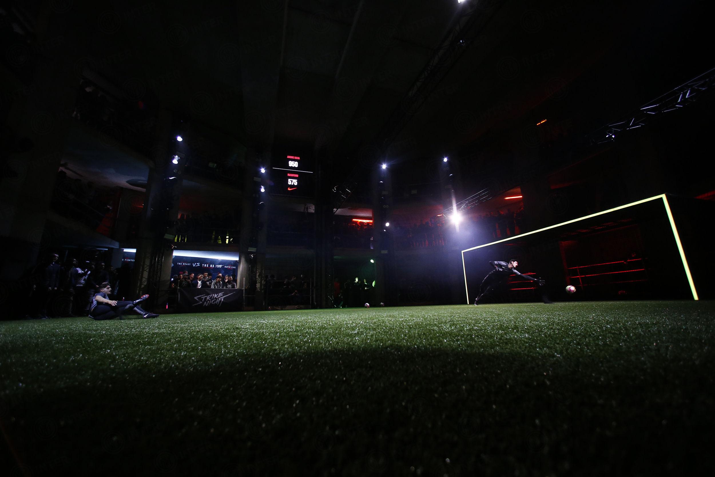 伊卡尔迪出席耐克足球之夜活动