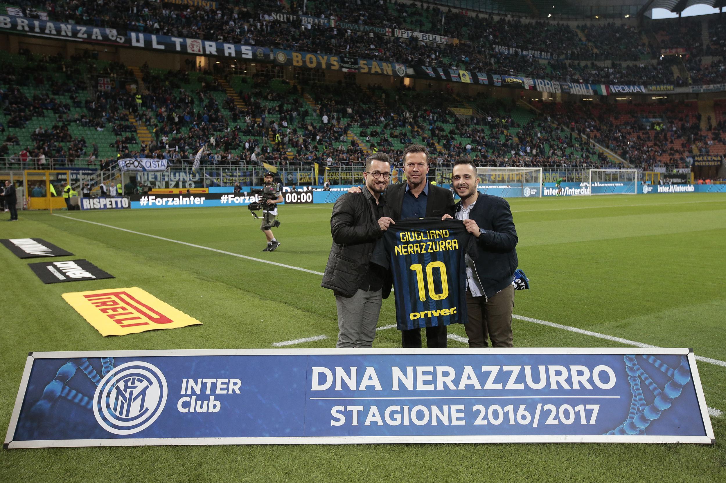 Lothar Matthaus memberi penghargaan kepada Inter Club di San Siro