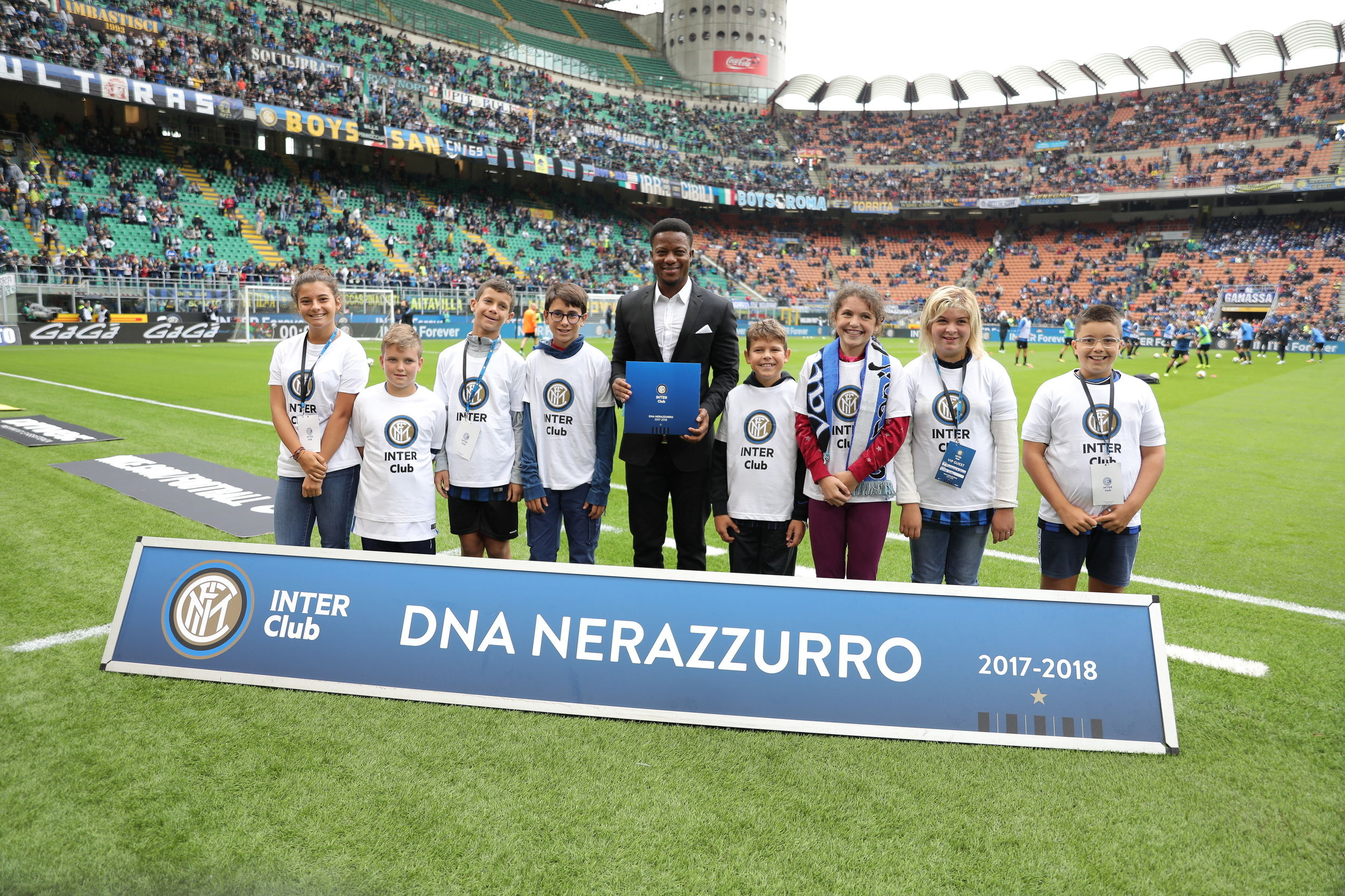 Kallon premia gli Inter Club a San Siro