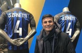 Sorpresa all'Inter Store Milano: c'è Javier Zanetti!