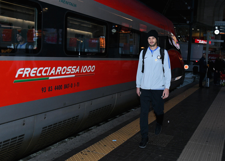 蓝黑军团乘坐意大利高铁前往客场