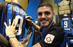 Il pomeriggio di Icardi all'Inter Store Milano