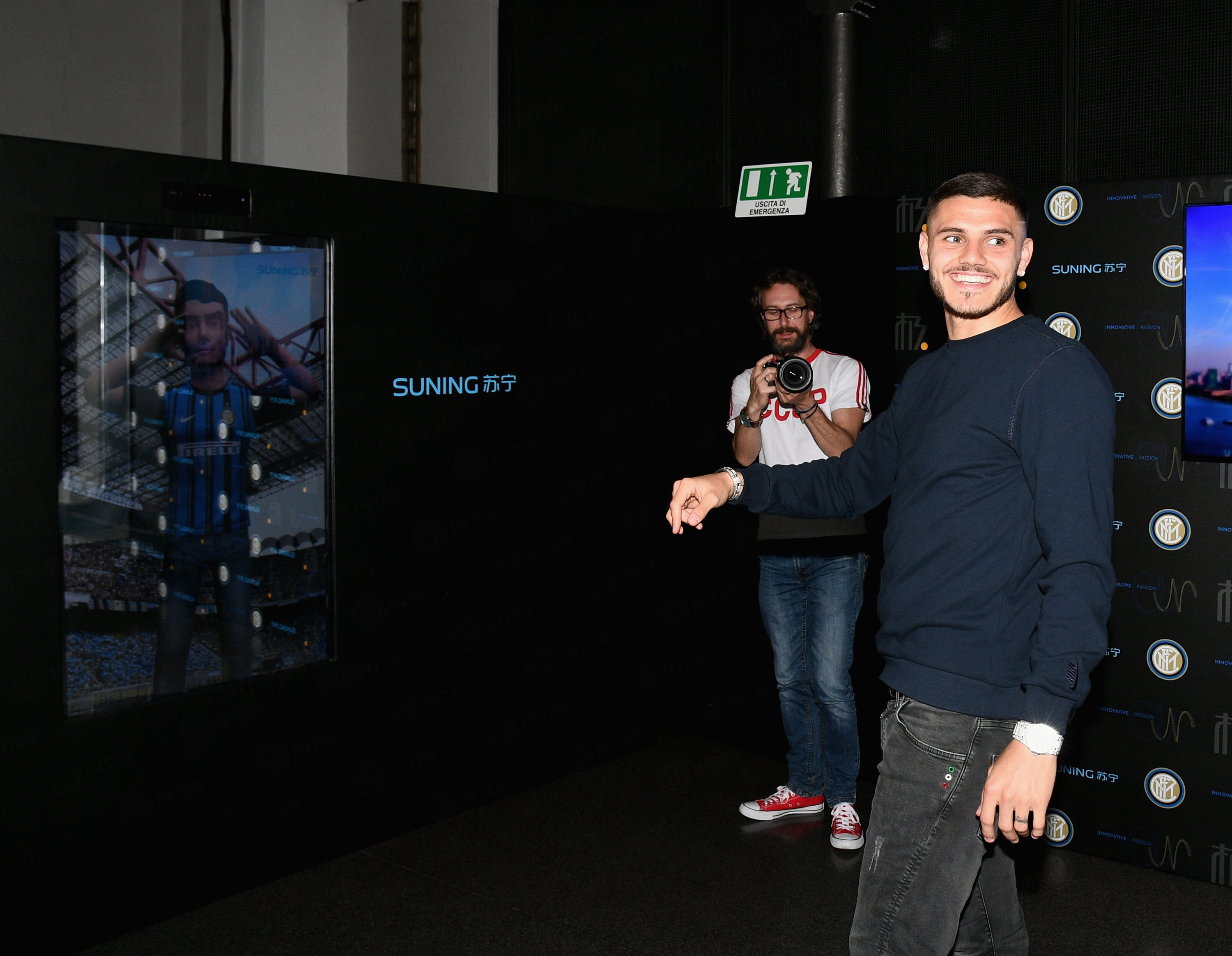 Mauro Icardi visits 'Innovative Passion' exhibition