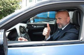Luciano Spalletti riceve la Volvo XC40