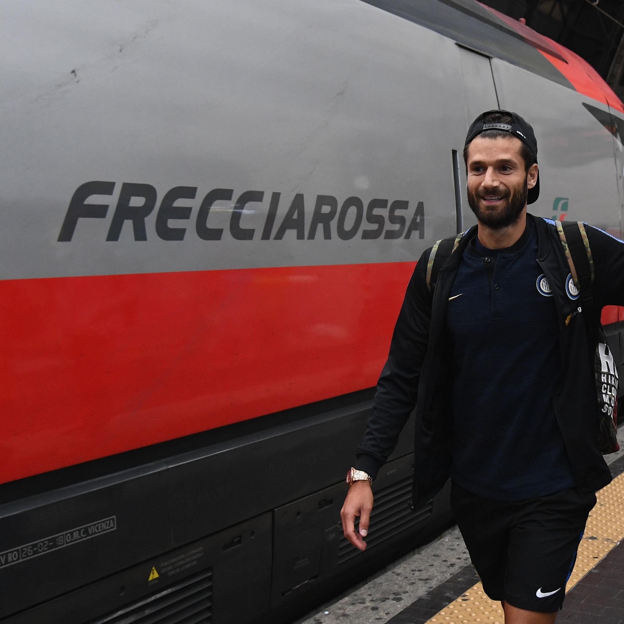 ボローニャ対インテル戦に向け、ネラッズーリがフレッチャロッサに乗って出発