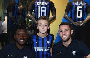 Pomeriggio speciale con Asamoah e De Vrij all'Inter Store Milano