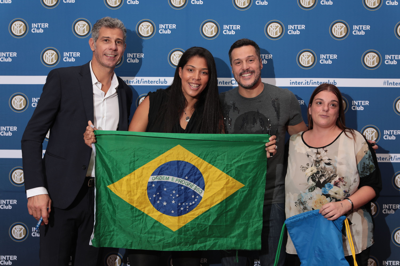 Toldo e Julio Cesar con i soci Inter Club