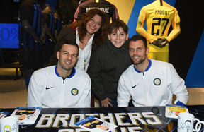 Handanovic and Padelli spend an evening at the Inter Store Milano