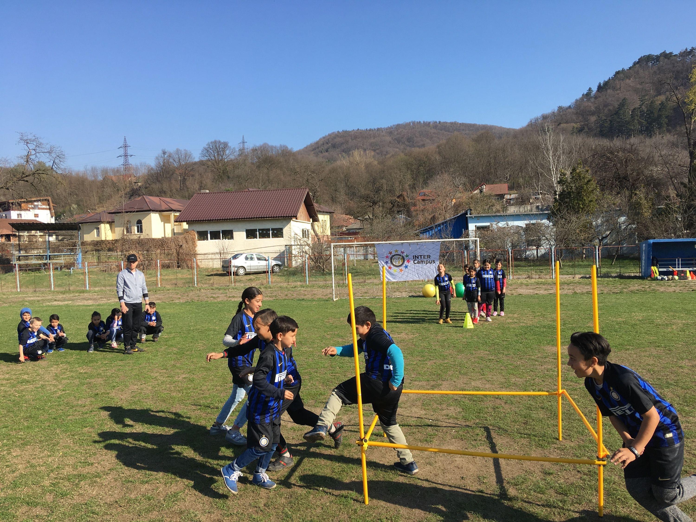 罗马尼亚校际代表团:三个项目,三个搭档,三种不同情况