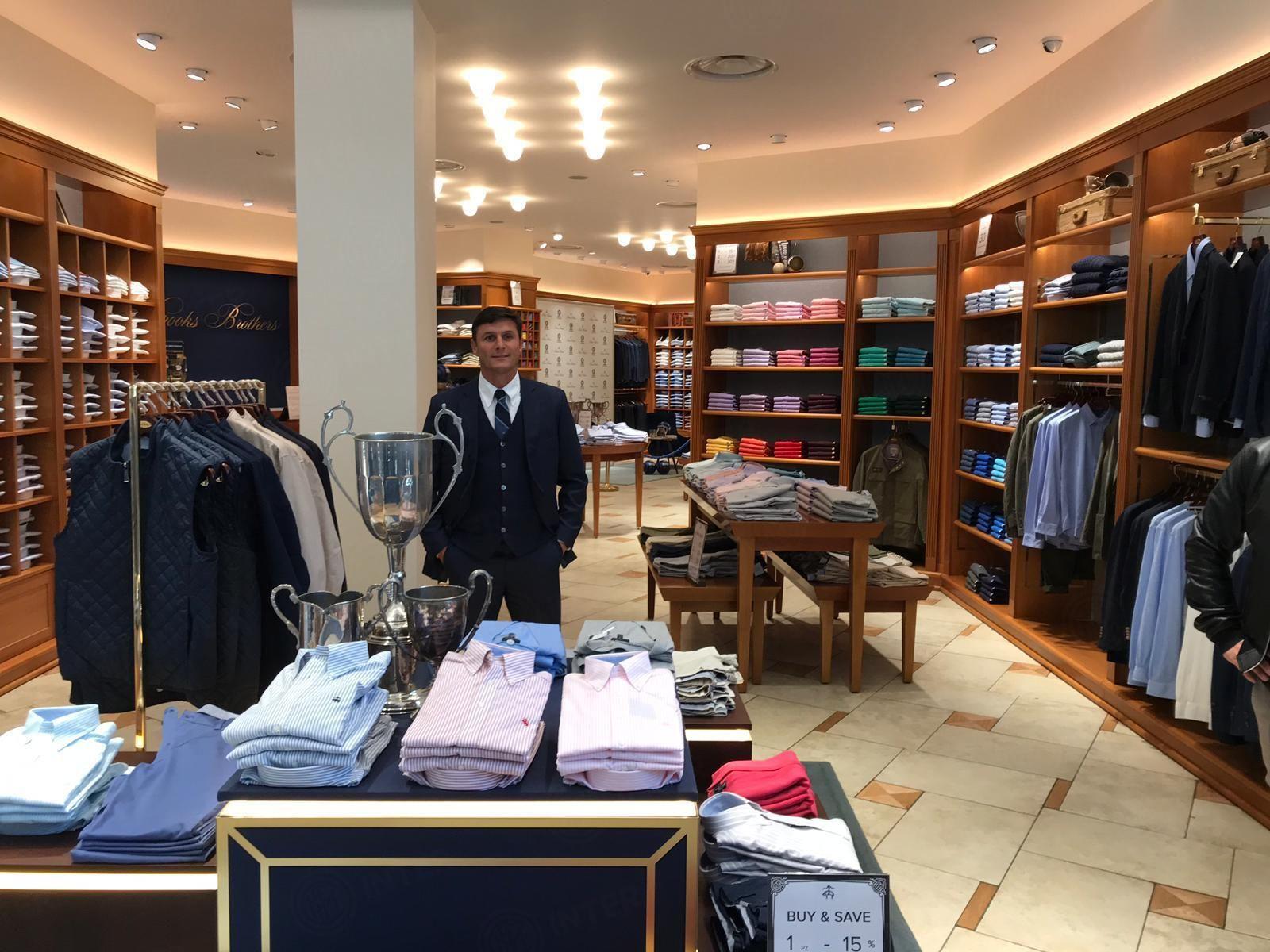 los angeles ec588 52760 Javier Zanetti con Brooks Brothers a Serravalle Designer ...