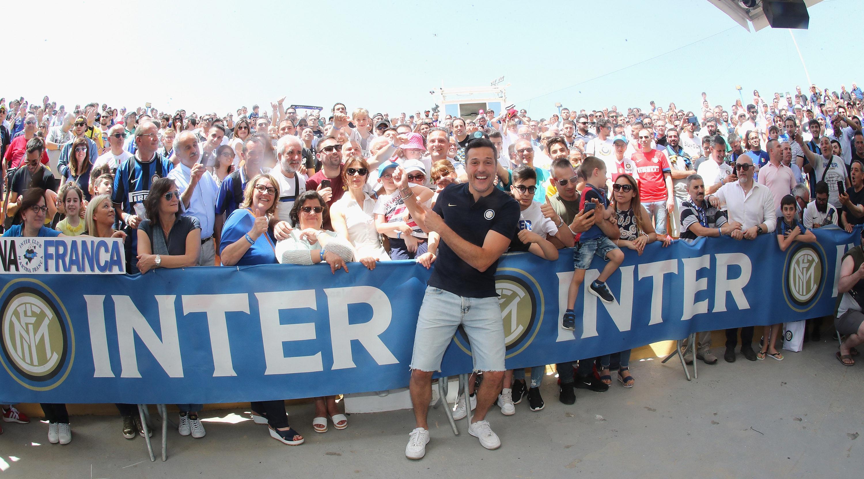 Julio César con los equipos del Inter de Apulia