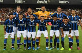 Valencia defeated on penalties: the photos from the Trofeo Naranja
