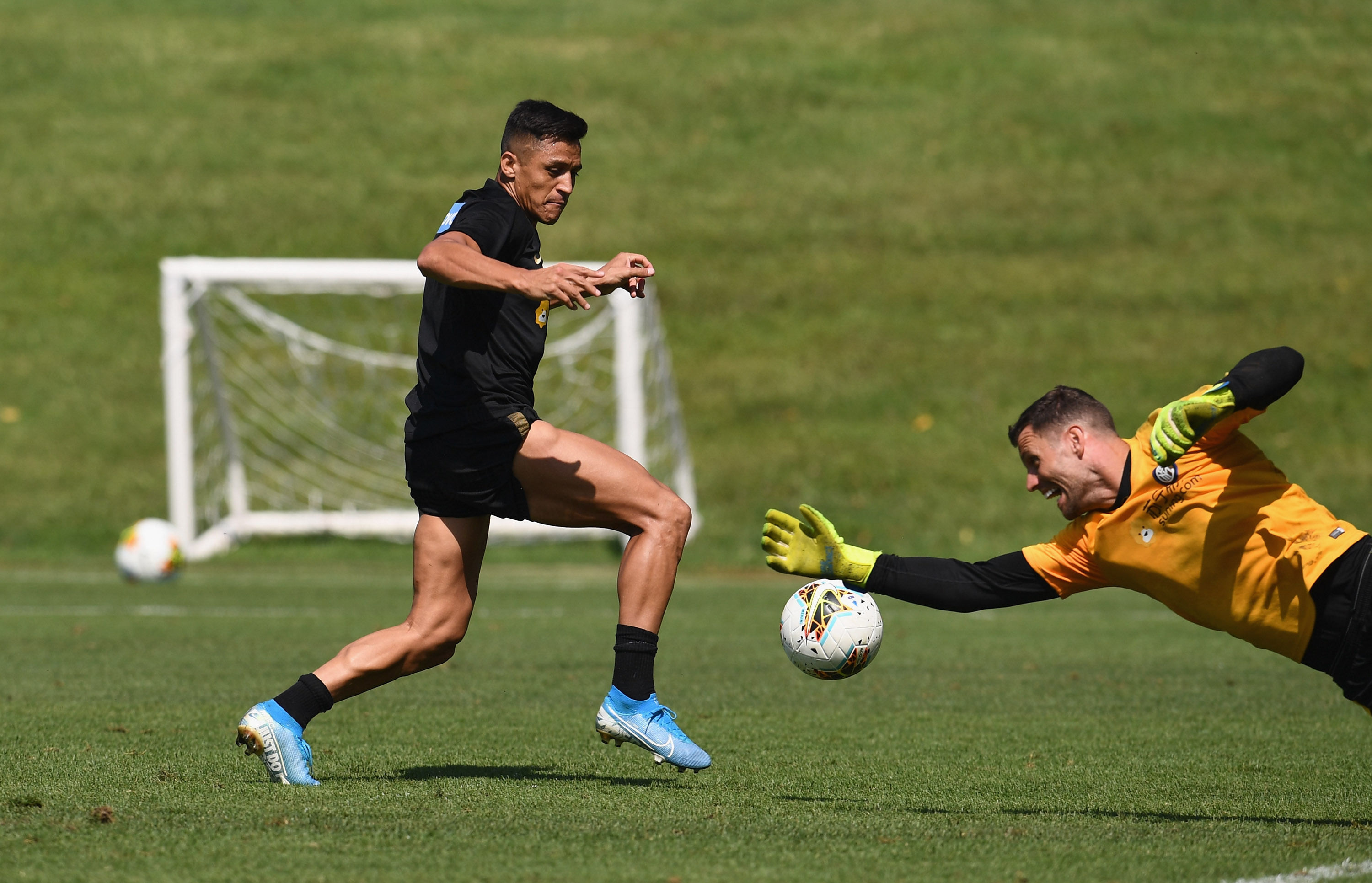 Alexis Sanchez, the first snaps from training