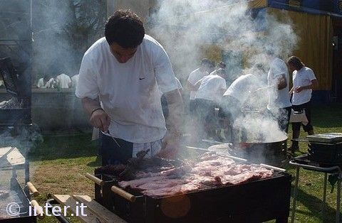 Team barbecue with Moratti: photos