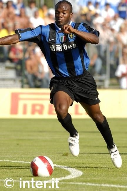 Suazo in action on his Inter debut